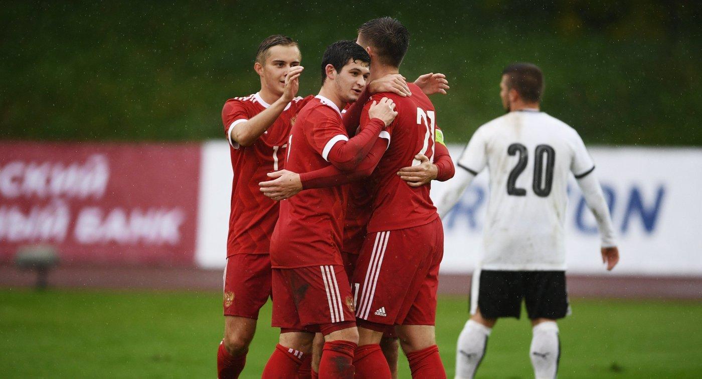Молодежная сборная Российской Федерации пофутболу возглавила группу вквалификацииЧЕ