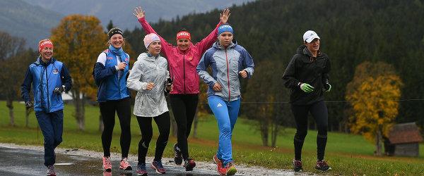 Российские лыжницы во время тренировки