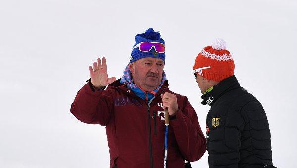 Тренер сборной России по лыжным гонкам Маркус Крамер (слева)