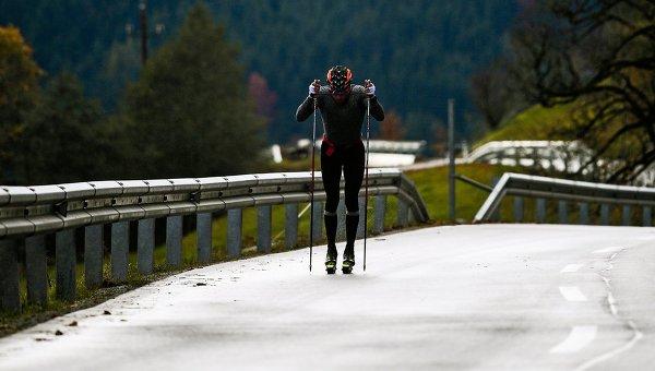 Александр Легков на тренировке российских лыжников группы тренера Маркуса Крамера в австрийском Рамзау