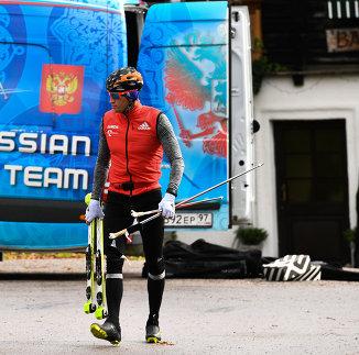Российский лыжник Александр Легков на тренировочном сборе сборной России по лыжным гонкам в Австрии