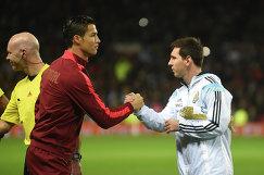 Нападающие сборной Португалии по футболу Криштиану Роналду и команды Аргентины Лионель Месси (слева направо)