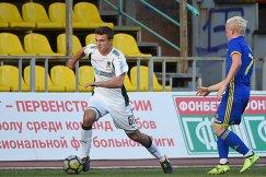 Защитник молодежной команды Краснодара Илья Мартынов (слева)