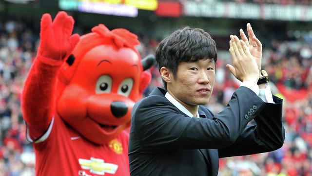 Пак Чжи Сун (справа)