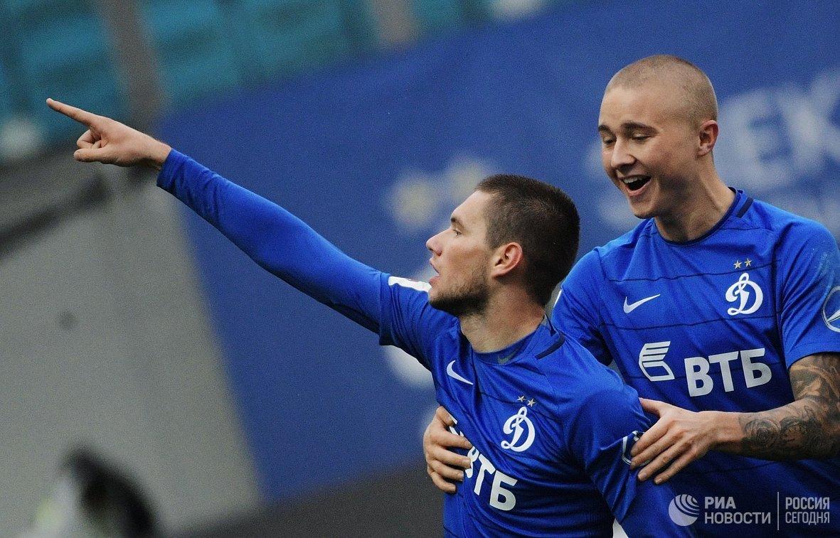 Игроки ФК Динамо Александр Ташаев (слева) и Себастьян Хольмен