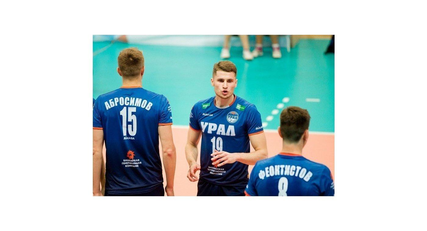 Волейболисты Урал Александр Абросимов, Родион Мискевич и Егор Феоктисов (слева направо)