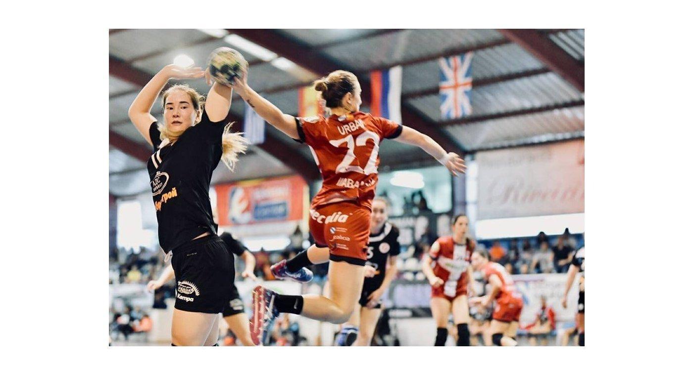 Игровой момент матча Кубка Европейской гандбольной федерации Гардес - Астраханочка