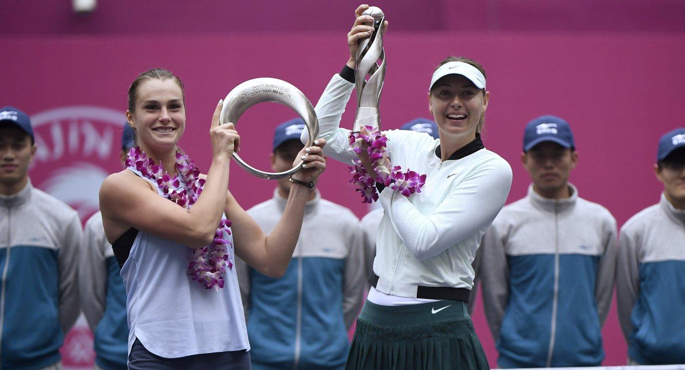 Арина Соболенко и Мария Шарапова (справа)