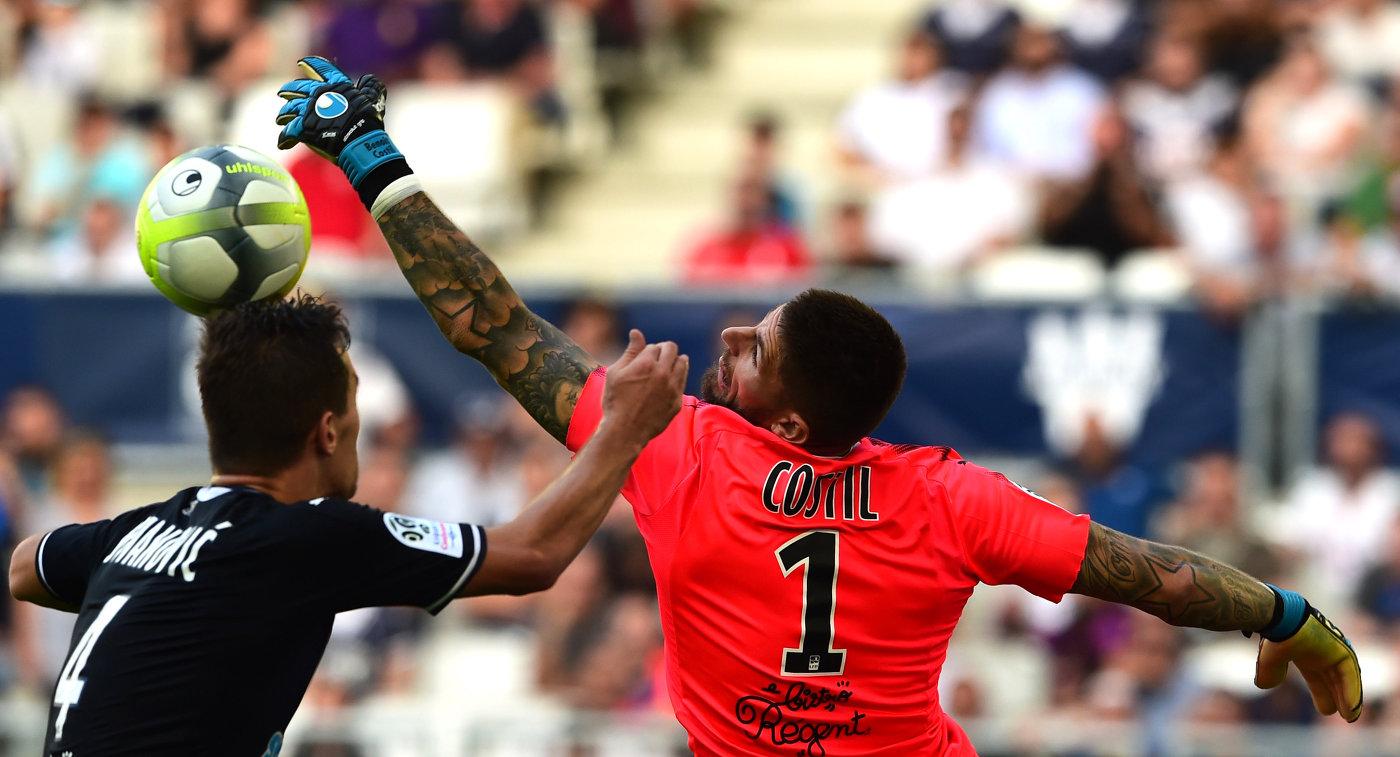 Игровой момент матча чемпионата Франции по футболу Бордо - Нант