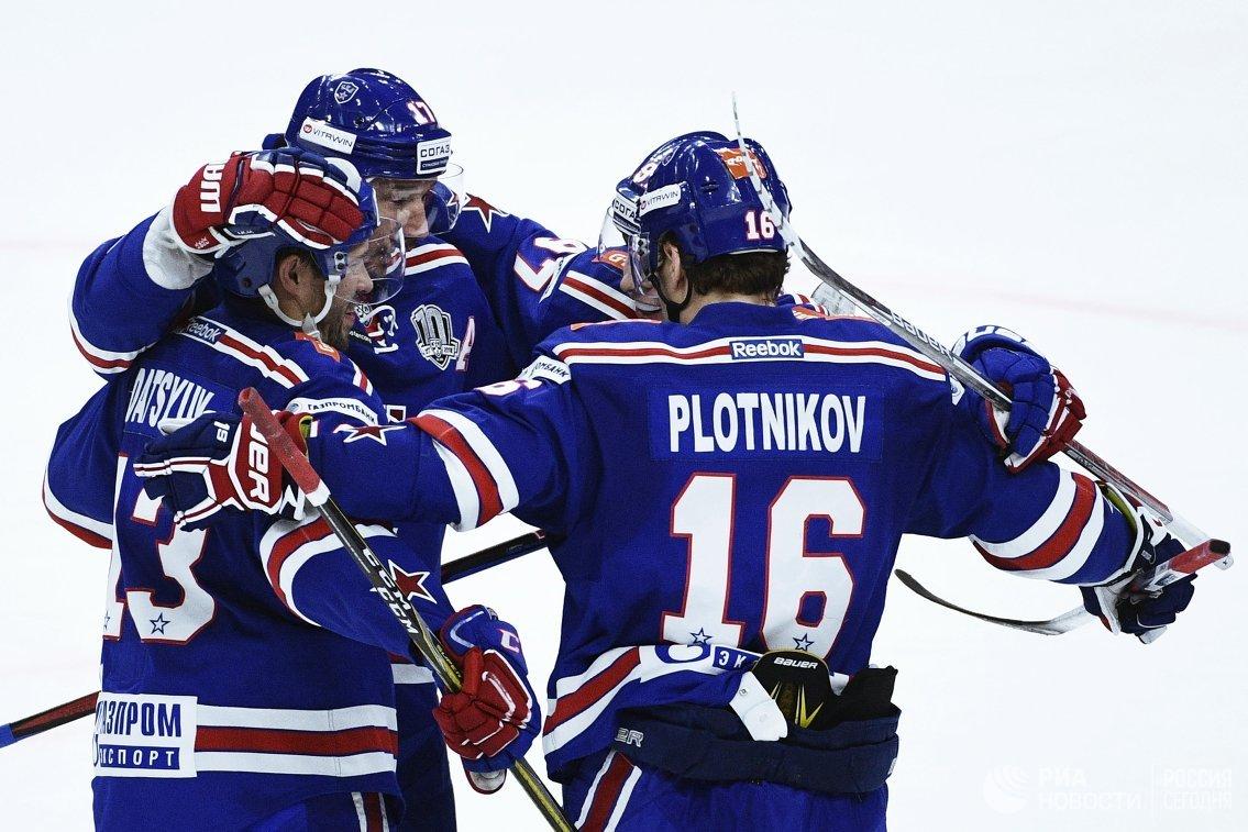 Нападающие ХК СКА Павел Дацюк, Илья Ковальчук и Сергей Плотников (слева направо)