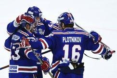Игроки ХК СКА Павел Дацюк, Илья Ковальчук и Сергей Плотников (слева направо)