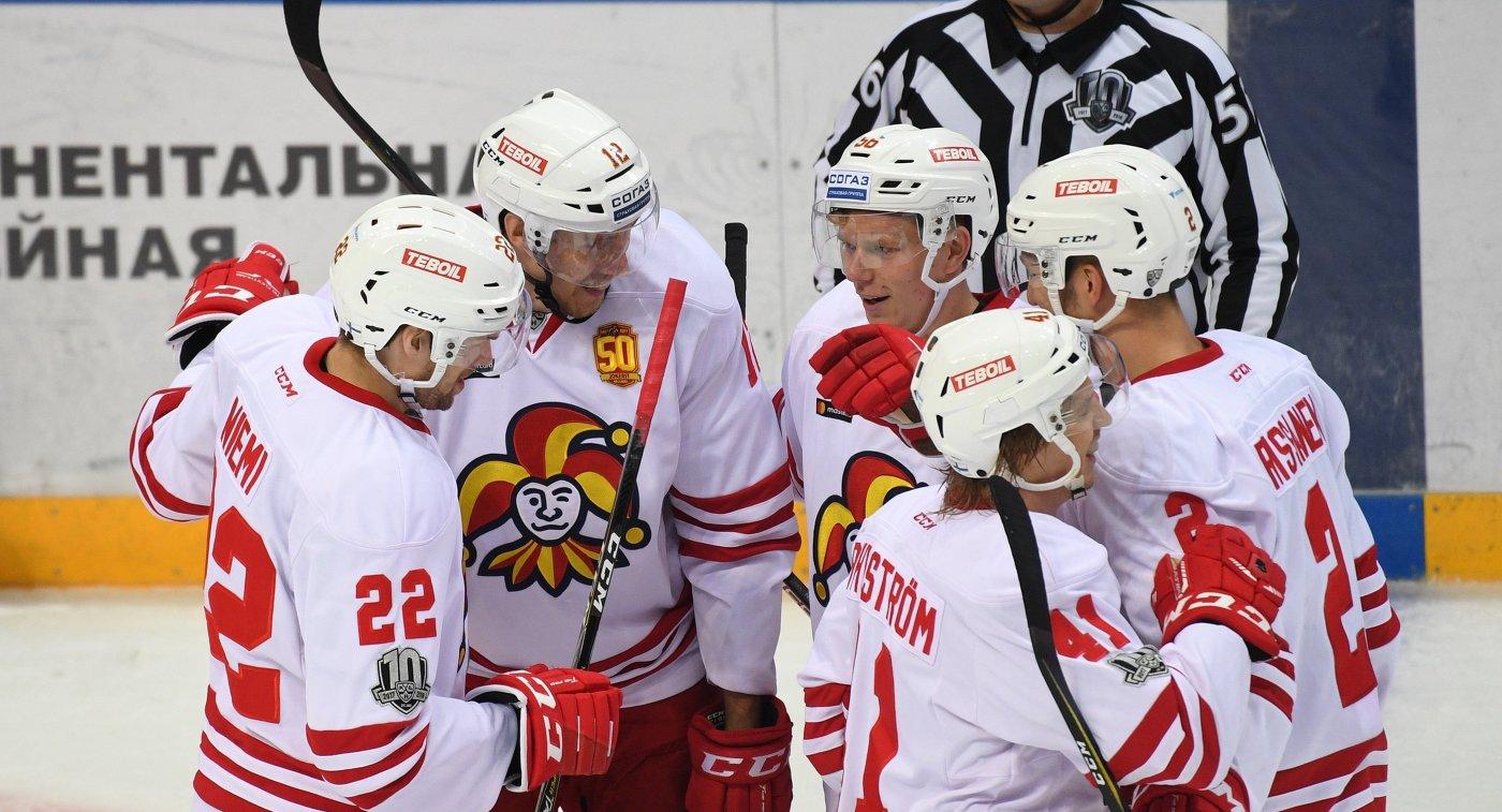 Хоккеисты Йокерита Мика Ниеми, Марко Анттила, Юхо Раутанен, Антти Пильстрём и Расмус Риссанен (слева направо)