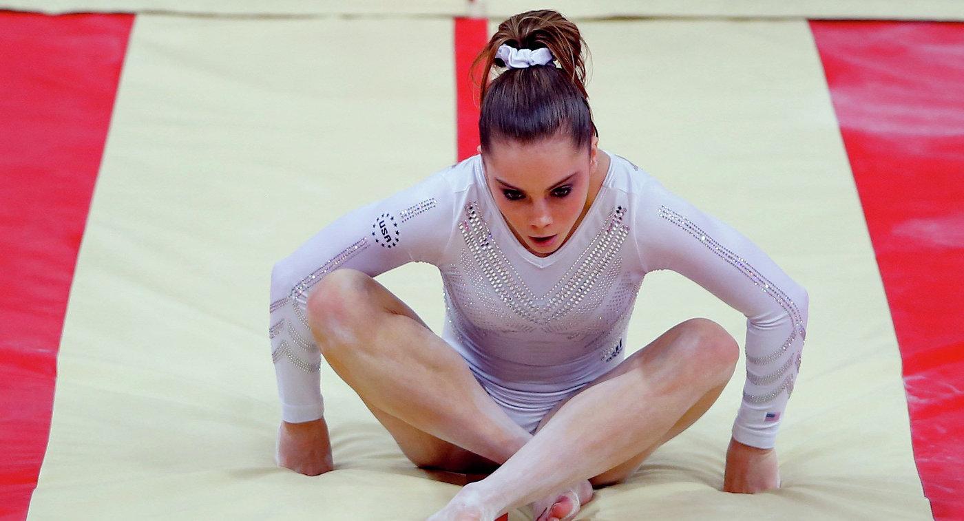 Олимпийская чемпионка изсоедененных штатов поведала омноголетних изнасилованиях