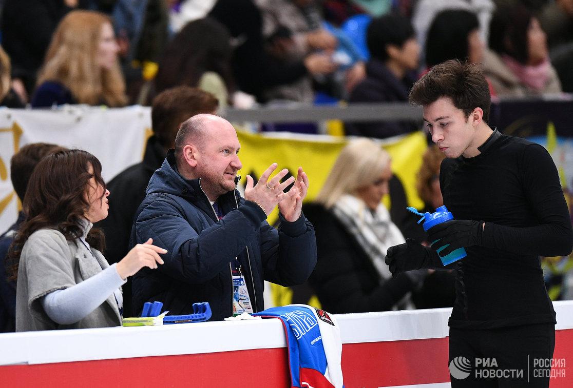 Дмитрий Алиев (справа) и Евгений Рукавицын (в центре)