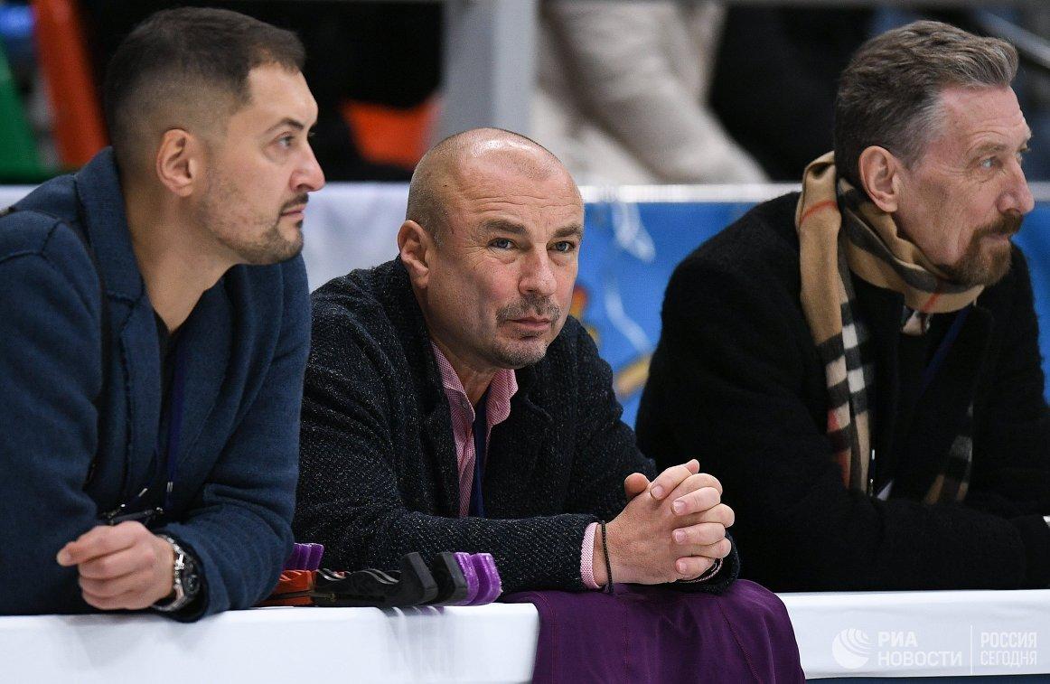 Александр Жулин (в центре)