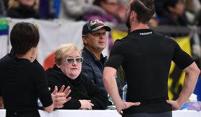 Тренер Нина Мозер во время тренировки спортсменов
