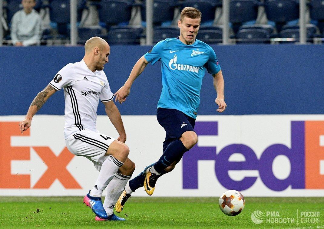 Защитник Русенборга Туре Региниуссен и форвард Зенита Александр Кокорин (справа)