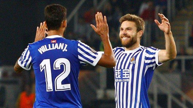 Нападающий испанского Реал Сосьедад Виллиан Жозе да Силва и полузащитник Асьер Ильярраменди (слева направо)