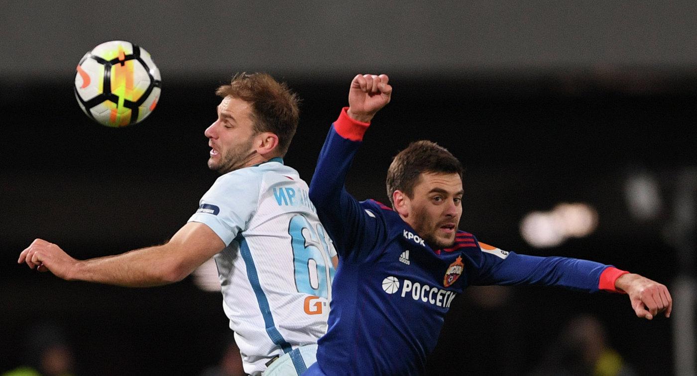 Защитник ФК Зенит Бранислав Иванович (слева) и защитник ПФК ЦСКА Георгий Щенников