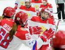 Хоккеистки сборной России. Справа - капитан команды Ольга Сосина
