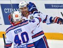 Хоккеисты СКА Евгений Кетов (слева) и Илья Ковальчук