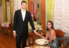 Олимпийская чемпионка по художественной гимнастике Маргарита Мамун с супругом Александром Сухоруковым