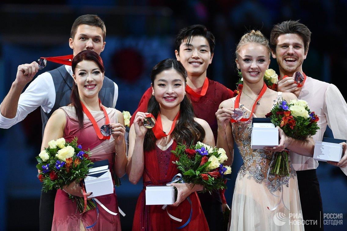 Екатерина Боброва и Дмитрий Соловьев, Майя Шибутани и Алекс Шибутани, Александра Степанова и Иван Букин (слева направо)