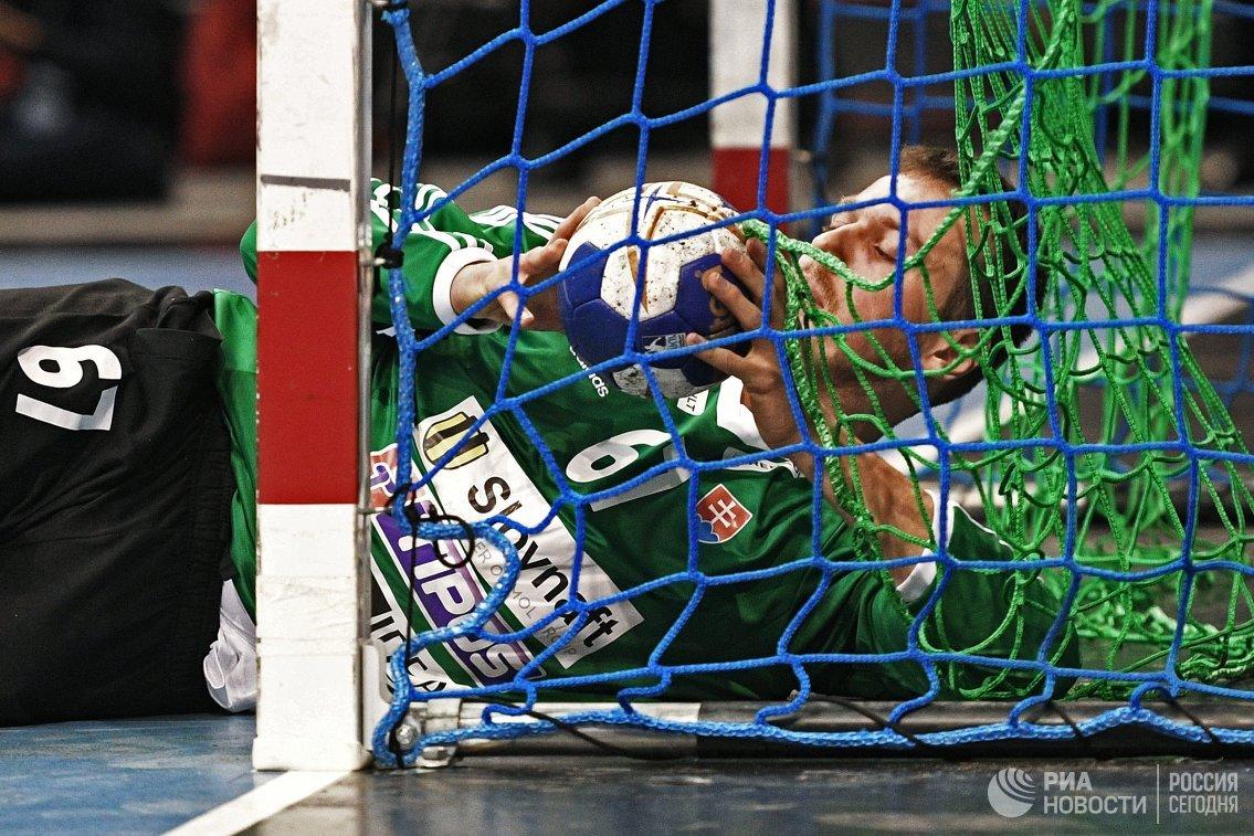 Спасения волгоградского вратаря помогли сборной РФ погандболу разгромить Словакию