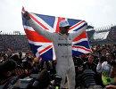 Британский пилот команды Формулы-1 Мерседес Льюис Хэмилтон