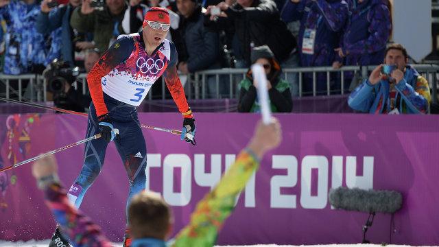 Александр Легков на финише масс-старта на Олимпийских играх в Сочи