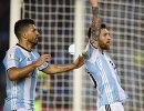 Футболисты сборной Аргентины Серхио Агуэро и Лионель Месси (справа)