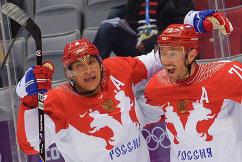 Александр Овечкин и Илья Ковальчук (Россия) радуются забитому голу