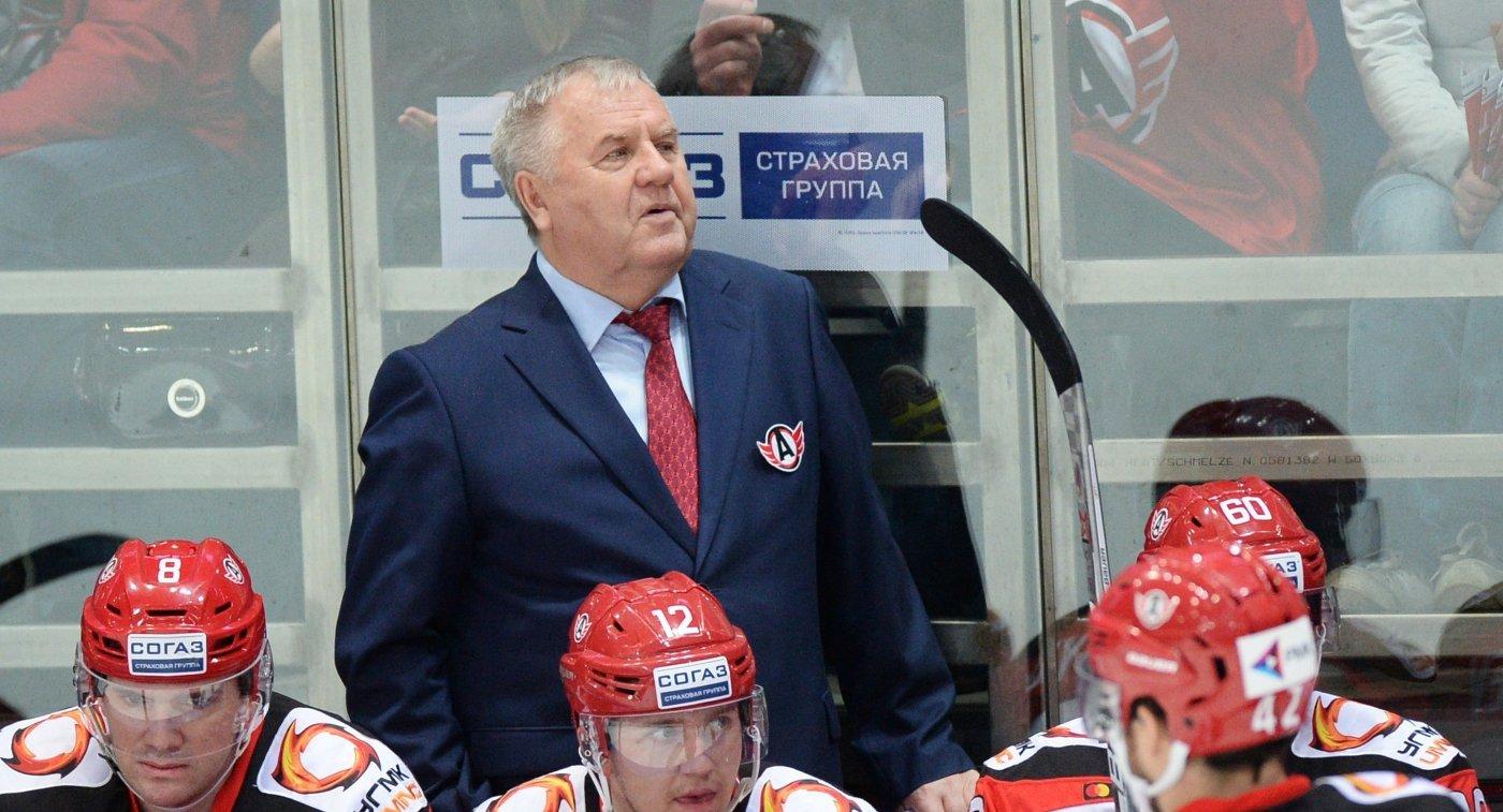 Главный тренер ХК Автомобилист Владимир Крикунов