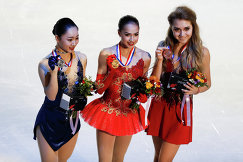 Японка Вакаба Хигути и россиянки Алина Загитова и Елена Радионова (слева направо)