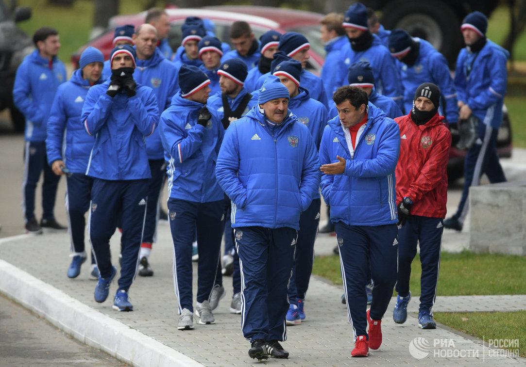 Зобнин тренируется вобщей группе сборной РФ пофутболу