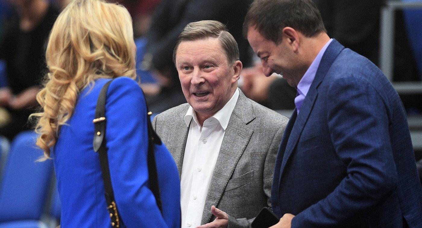 Сергей Иванов (в центре)