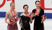 Каролина Костнер, Евгения Медведева и Полина Цурская (слева направо)