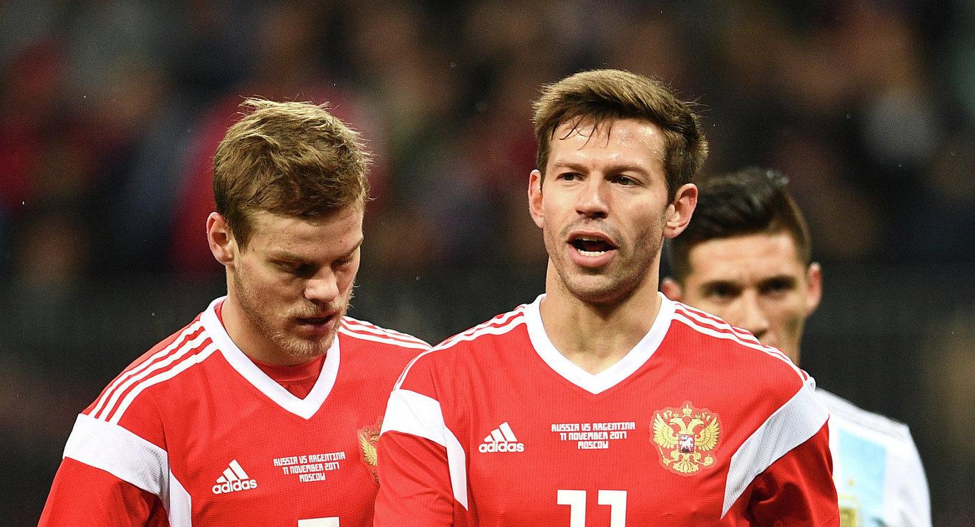 Нападающие сборной России Александр Кокорин и Федор Смолов (слева направо)
