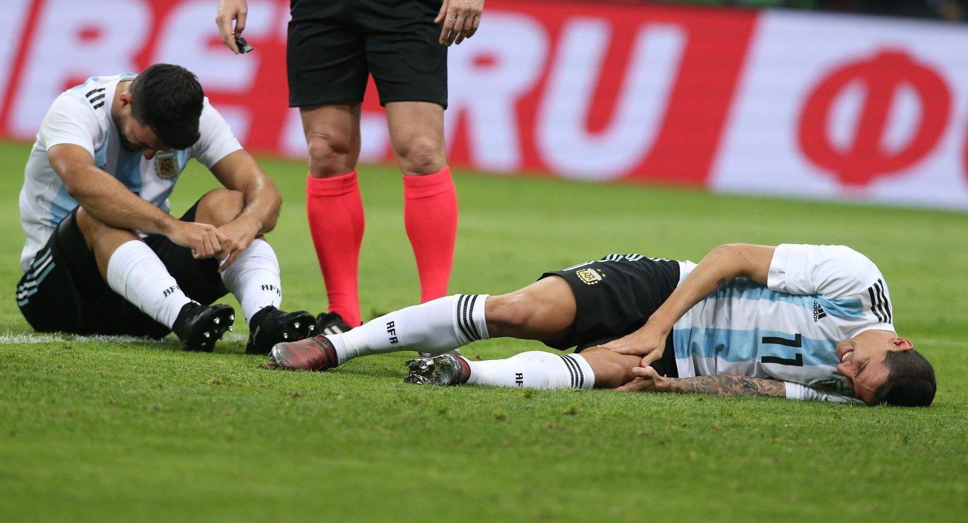 Агуэро упал вобморок вперерыве матча между сборными Аргентины иНигерии