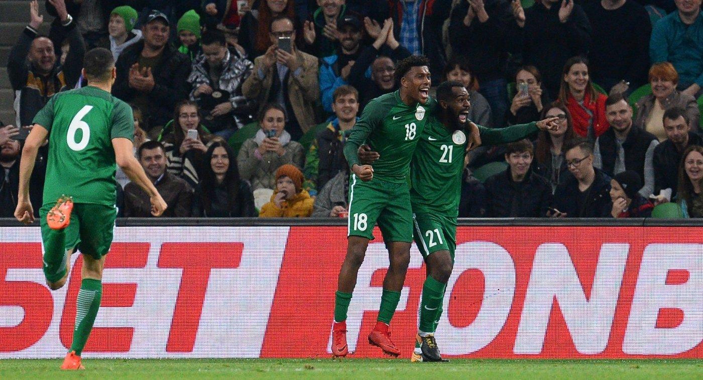Футболисты сборной Нигерии Леон Балогун, Алекс Айуоби и Брайн Идову (слева направо)