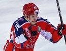 Нападающий ЦСКА Андрей Кузьменко радуется заброшенной шайбе
