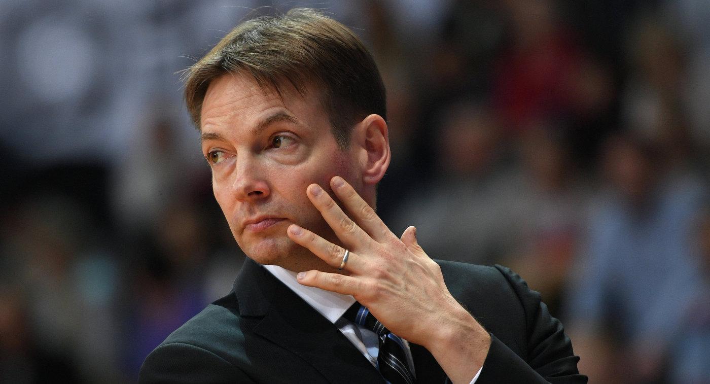 Главный тренер сборной Российской Федерации из-за семейных событий отказался отработы вклубе