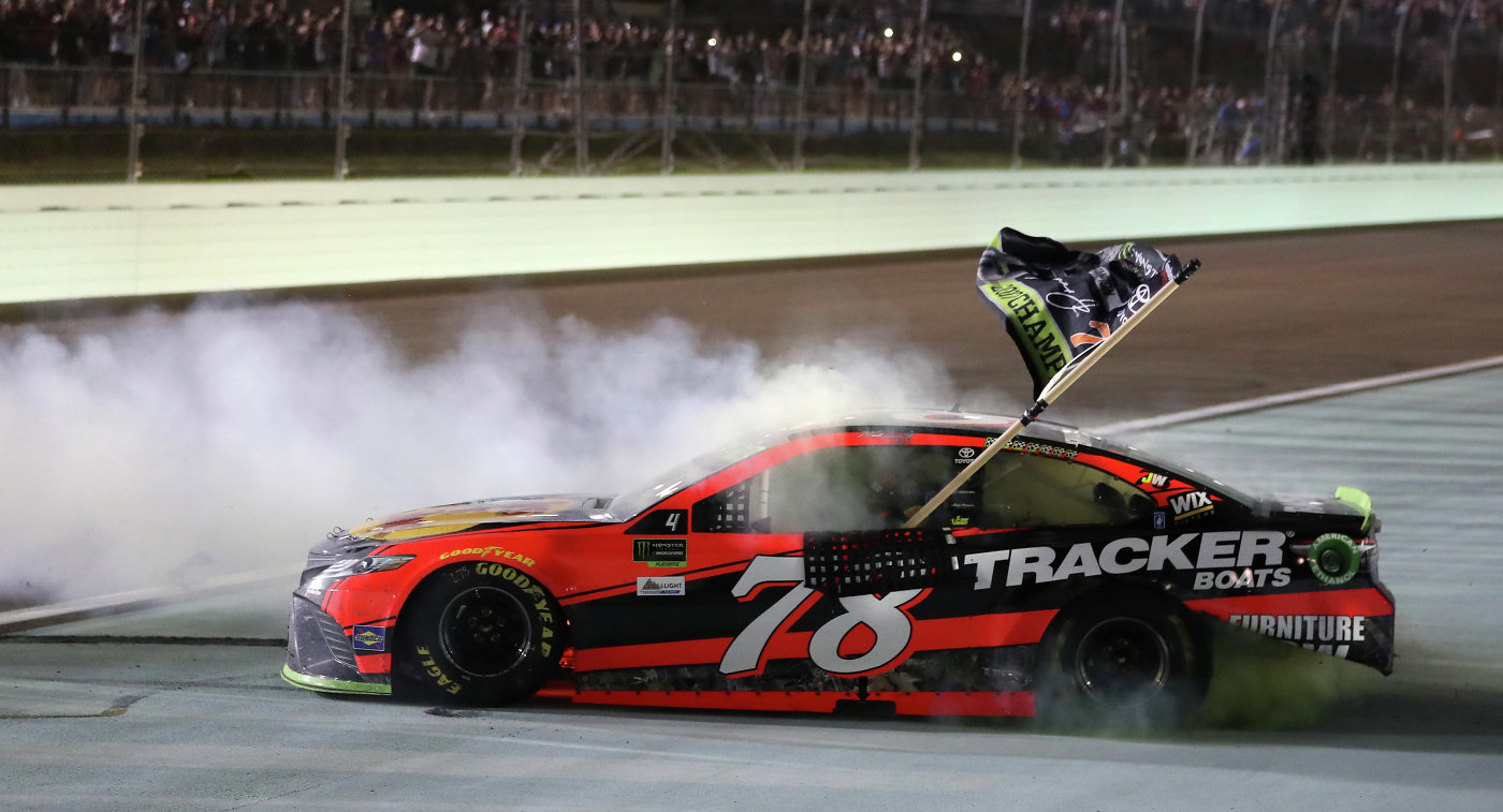Американский гонщик Мартин Труэкс-младший впервый раз вкарьере стал чемпионом NASCAR