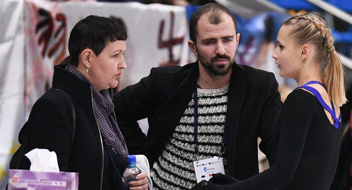 Тренер Инна Гончаренко (слева) и фигуристка Валерия Михайлова (справа)