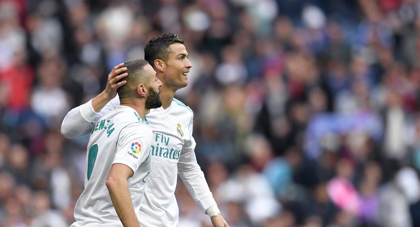 Футболисты мадридского Реала Карим Бензема (слева) и Криштиану Роналду