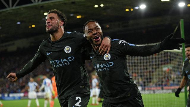 Футболисты Манчестер Сити Кайл Уокер и Рахим Стерлинг (справа)