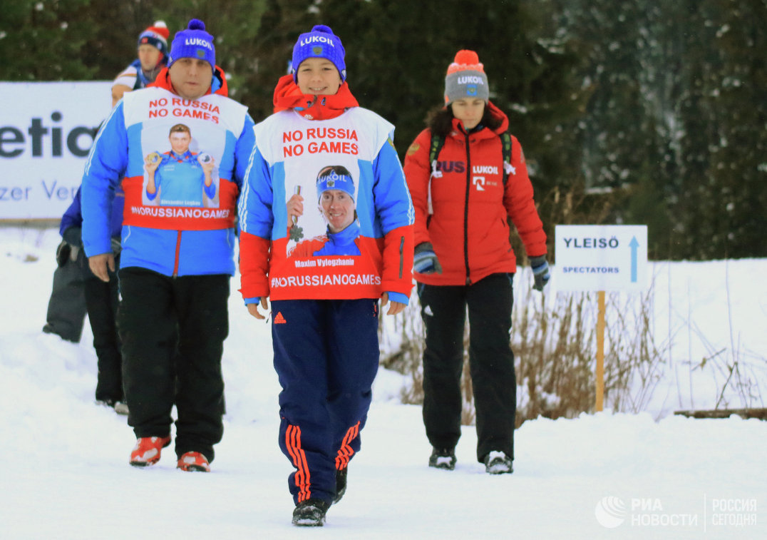 Роман Старков (в центре), запустивший в соцсетях флешмоб в поддержку российских спортсменов #noRUSSIAnoGAMES