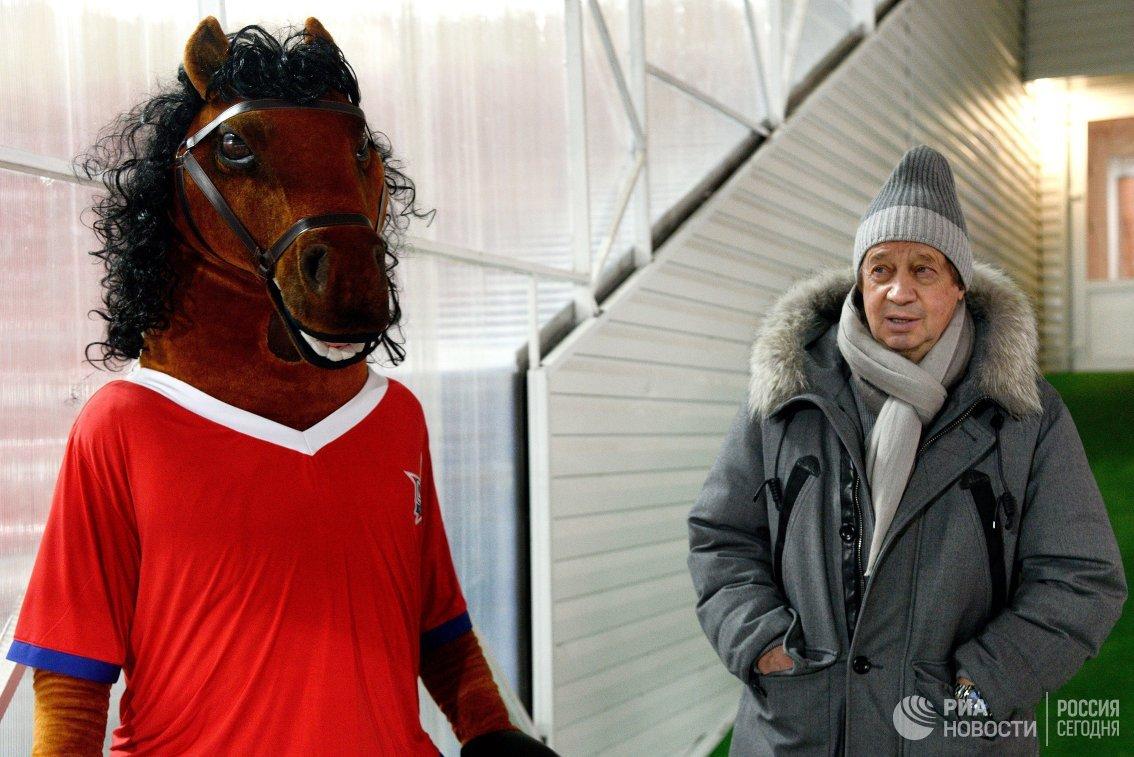 Главный тренер Локомотива Юрий Сёмин (справа)