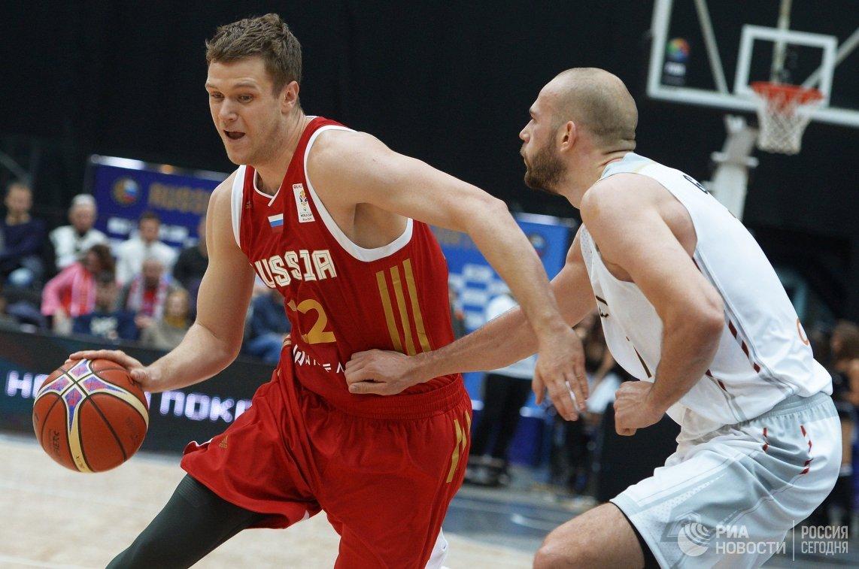 Форвард сборной России Андрей Зубков (слева)