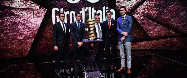 "Велогонщики Альберто Контадор, Фабио Ару, директор ""Джиро д'Италия"" Мауро Веньи, Винченцо Нибали и Том Дюмулен на презентации веломногодневки (слева направо)"